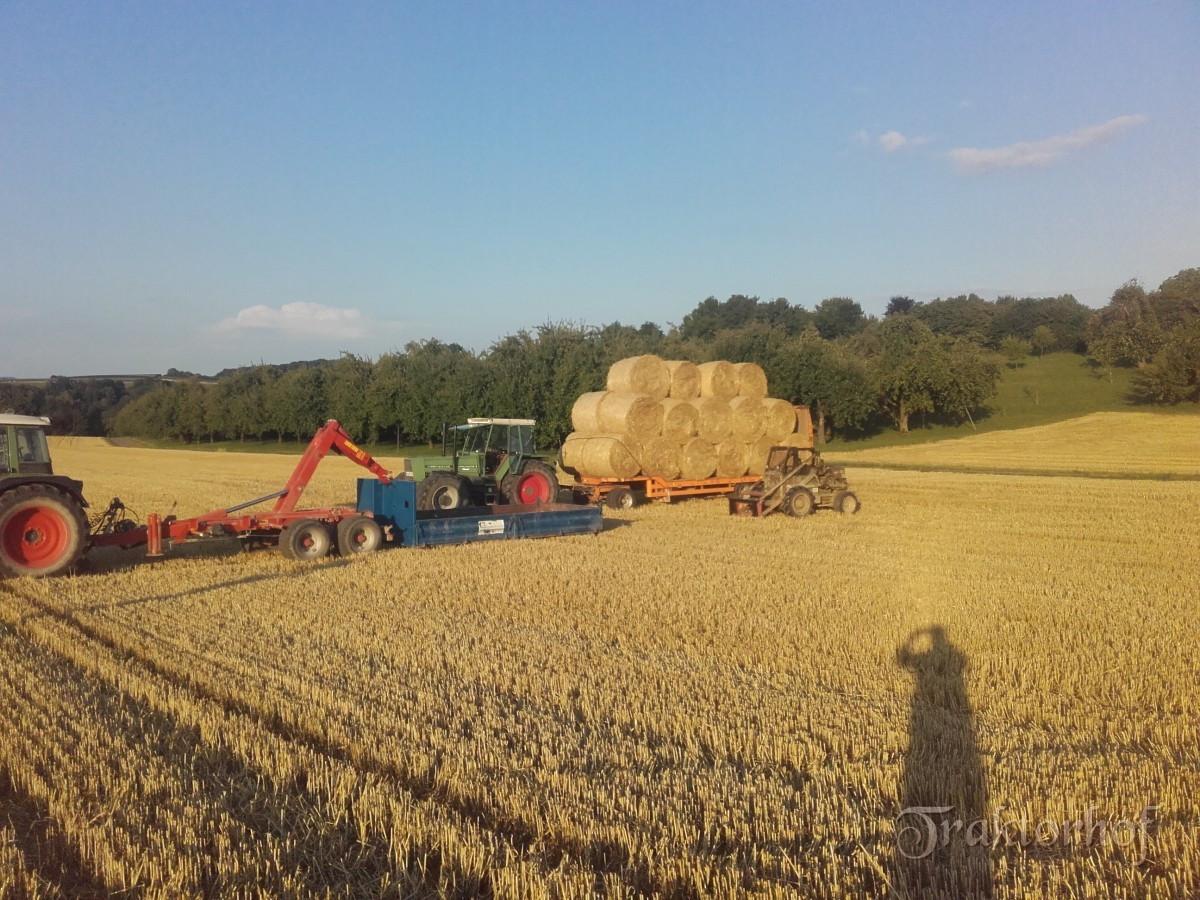 L501 beim Stroh laden