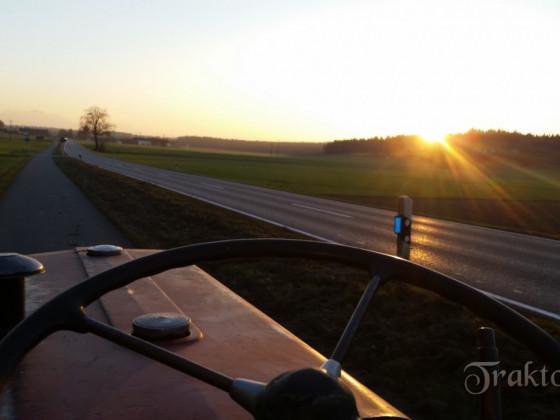 IHC D324 im Sonnenuntergang